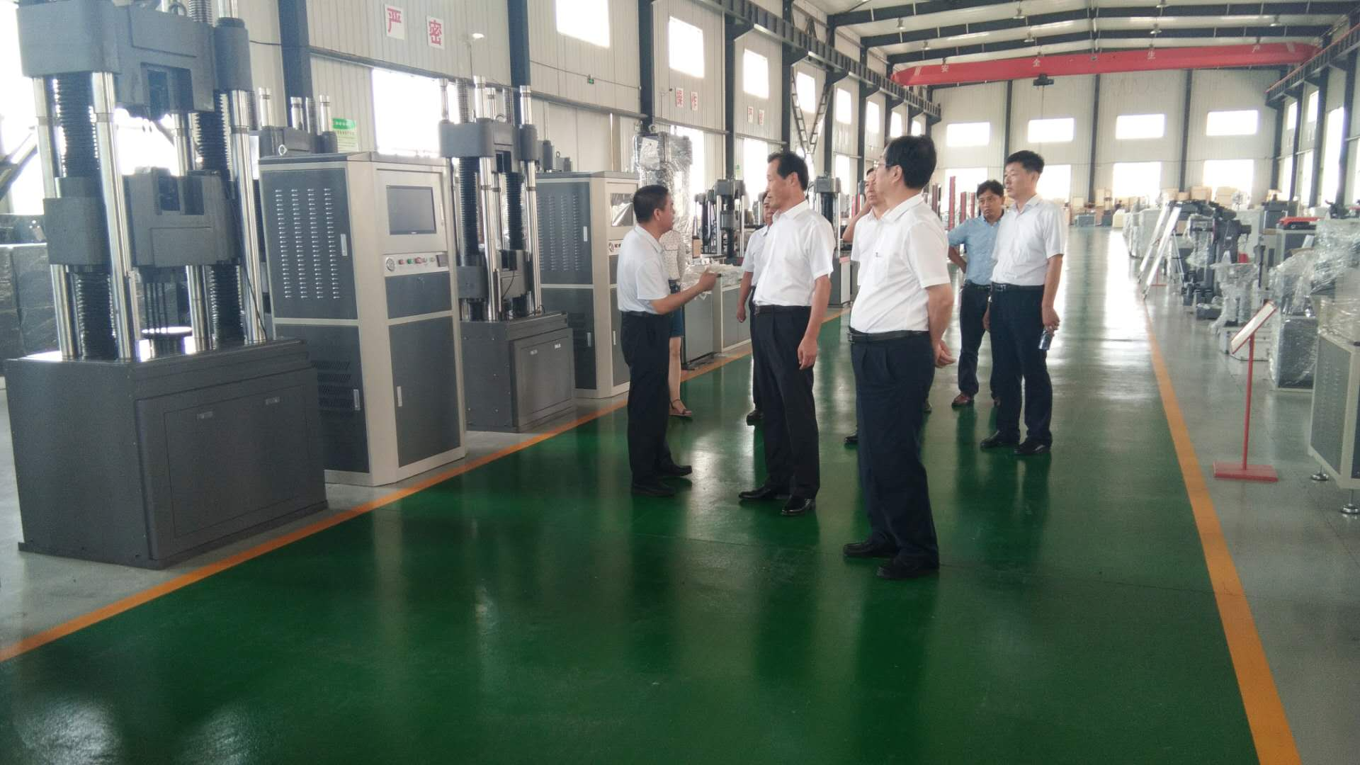 Director Hu of the Shandong Provincial Small and Medium Enterprise Bureau visited Liangong company